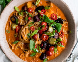 Roasted Tomato Curry Noodles