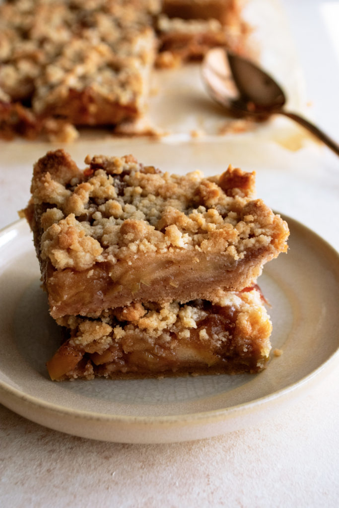 Cinnamon Apple Crumb Bars